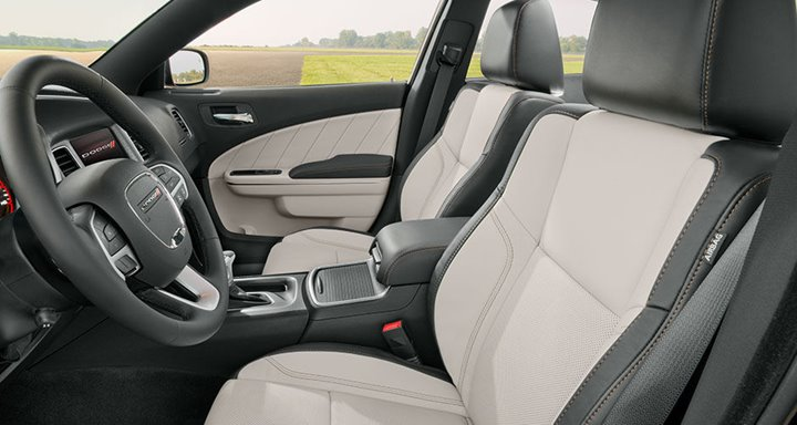 The-10-Best-Cars-For-Dads-2016-Dodge-Charger-interior (Copy)